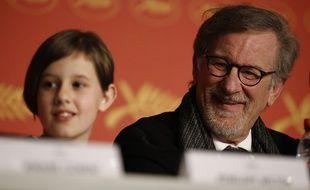 Steven Spielberg et la jeune actrice Ruby Barnhill