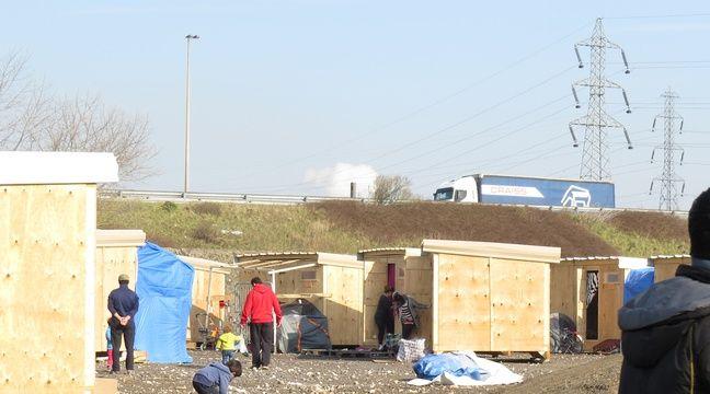 nord les migrants ont encore fait barrage sur l 39 autoroute. Black Bedroom Furniture Sets. Home Design Ideas
