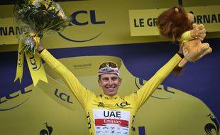 Le Slovène Tadej Pogacar a revêtu pour la première fois cette année le maillot jaune, ce samedi au Grand-Bornand. Préparez-vous à revoir cette image un paquet de fois. Shutterstock