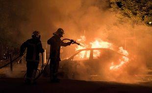 Un véhicule incendié à Nantes (quartier Malakoff), les pompiers mobilisés, le 4 juillet 2018.