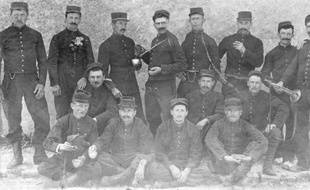Claude Fournier est le 2e en partant de la gauche au premier rang. Cette photo est la seule de Claude Fournier, retrouvé dans la malle d'une lointaine aïeule.