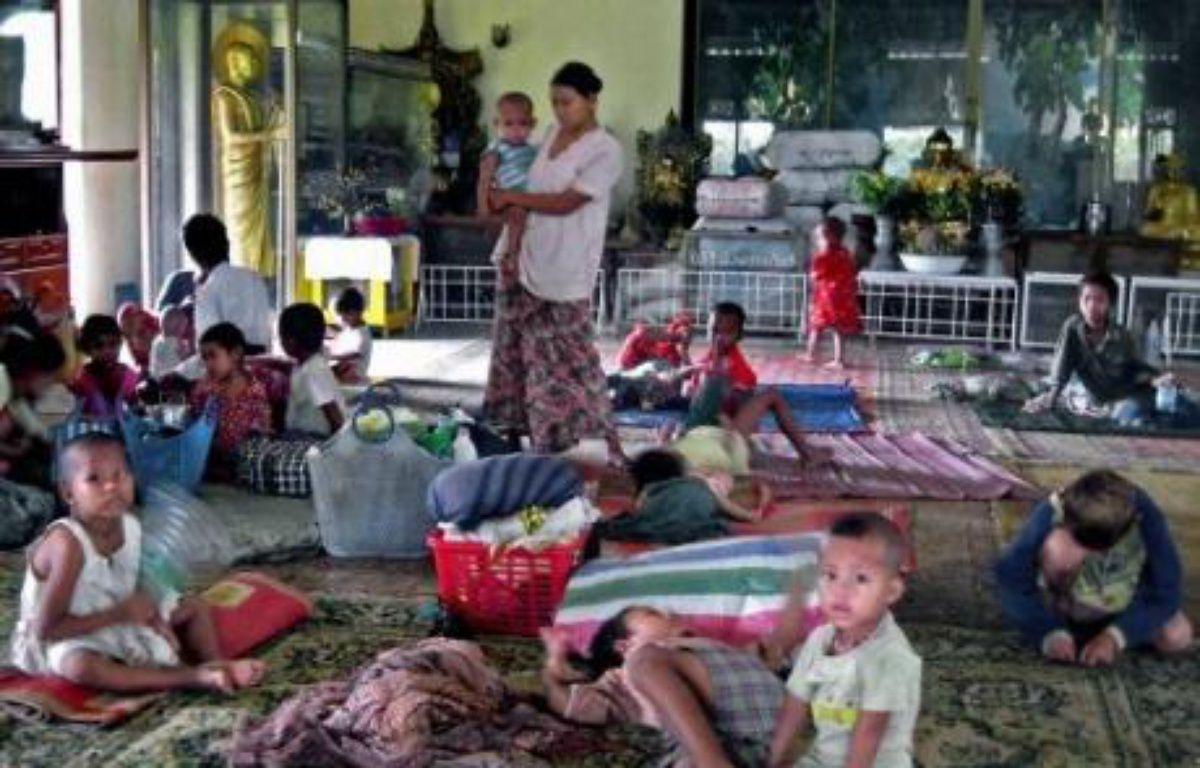 Le cyclone Nargis a par ailleurs fait des dizaines de milliers de sans-abri, en particulier dans les régions de l'Irrawaddy et de Rangoun,selon un bilan officiel. – Hla Hla Htay AFP