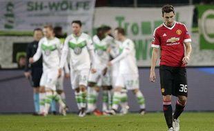 Le Mancunien Matteo Darmian dépité lors du match entre Manchester United et Wolfsburg le 8 décembre 2015.