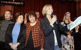 Marielle de Sarnez, candidate du Mouvement démocrate (MoDem) à la mairie de Paris, présente lundi son projet pour la capitale, entourée de ses 20 têtes de liste.