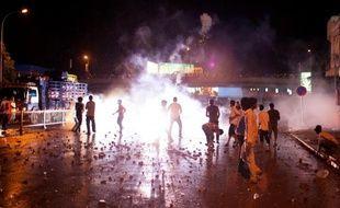 Un homme a été tué et plusieurs ont été blessés lors de violences dimanche soir en marge d'une manifestation d'opposition au Cambodge, selon plusieurs témoins.