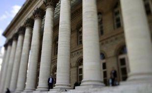 La Bourse de Paris a terminé en hausse mardi, les investisseurs tablant sur le feu vert de la Cour constitutionnelle allemande au futur fonds de secours européen et sur de prochaines mesures de relance de la banque centrale américaine.