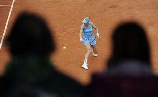 Elena Dementieva observée par deux spectateurs, le 30 mai 2010.