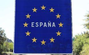 Un panneau signalétique indiquant la frontière espagnole.