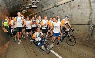 Des salariés français et anglais ont parcouru les 27 km de l'épreuve mardi.