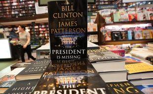 Dans une librairie de New York, l'édition américaine du polar «Le Président a disparu» cosigné par James Patterson et Bill Clinton.