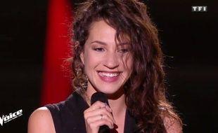 Aliénor, candidate sélectionnée dans l'équipe de Zazie, le 3 mars, lors des auditions à l'aveugle.
