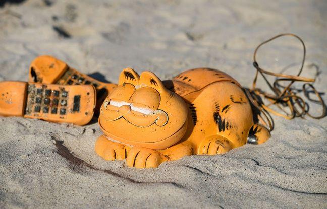 Depuis 30 ans, des téléphones Garfield s'échouent sur des plages du Finistère.