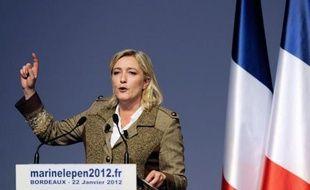 """L'essayiste Bernard-Henri Lévy a estimé mardi que Marine Le Pen venait """"peut-être de ruiner ses chances d'être au second tour"""" de la présidentielle en s'affichant à un bal de l'extrême-droite en Autriche """"avec des antisémites avérés""""."""