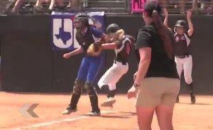 Elle joue des coudes pour gagner un match de Baseball