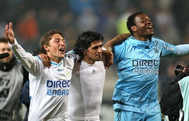 Steve Mandanda avec Gabi Heinze et Lucho Gonzalez le 5 mai 2010 à Marseille.