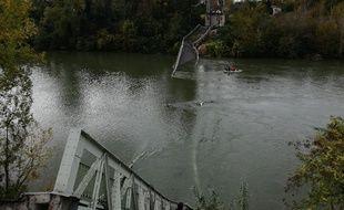 Le pont effondré de Mirepoix-sur-Tarn.