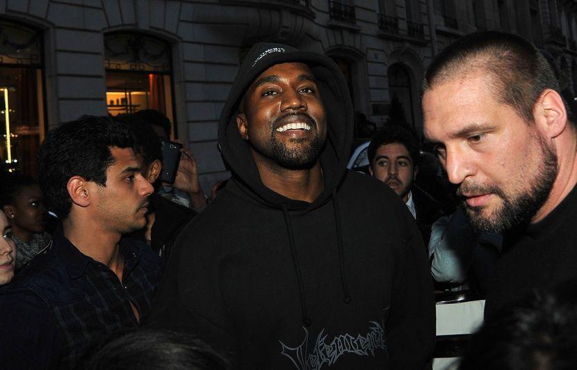 VIDEO. Kanye West encourage sa belle-famille à poser le téléphone pour ouvrir… un dictionnaire !