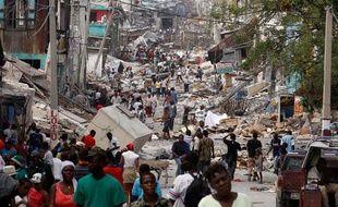 Trois jours après le séisme, la population haïtienne s'organise malgré le chaos qui régne dans la capitale Port-au-Prince.