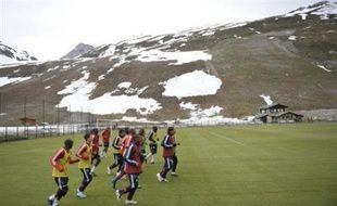 Les joueurs et l'encadrement de l'équipe de France sont arrivés samedi à la mi-journée à Tignes, où les Bleus doivent effectuer jusqu'à vendredi matin un stage de préparation à l'Euro-2008, Claude Makelele n'ayant rejoint ses coéquipiers que dans l'après-midi.