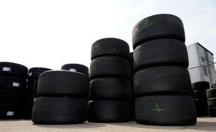 Les industriels de l'automobile ont signé vendredi un accord pour améliorer la valorisation des pneus usagés, permettant de diminuer leur coût de revient pour les producteurs de pneus mais aussi les automobilistes.