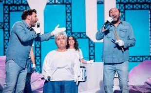 Michaël Youn, Mimie Mathy et Kad Merad sur la scène des Enfoirés