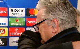 Moment de tendresse entre Mourinho et un journaliste