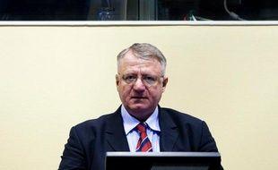Le leader ultranationaliste serbe Vojislav Seselj lors de son procès au Tribunal pénal international pour l'ex-Yougoslavie (TPIY) à La Haye, le 6 mars 2009