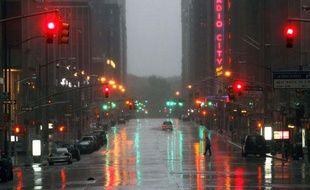 La sixième avenue, près du Radio City Music Hall, lors du passage de la tempête tropical Irene, à New York, le dimanche 28 août  2011.