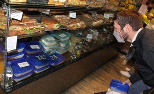 Au Petit Lux, boulangerie-traiteur du 14e arrondissement, les boîtes consignées ont été bien adoptées par les clients.