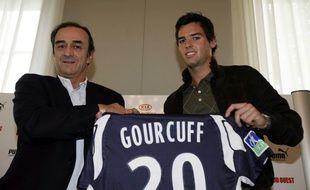 Jean-Louis Triaud et Yoann Gourcuff lors de la signature de l'ex Milanais en Gironde, le 5 juin 2008.