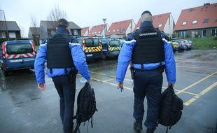 Deux gendarmes. (Illustration)