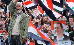 """Damas a exprimé son irritation à propos des """"ingérences"""" de Washington dans les affaires de la Syrie, que la Ligue arabe a appelée à appliquer son plan de règlement, prévenant d'une """"catastrophe"""" si les violences, qui ont fait sept nouvelles victimes samedi, devaient se poursuivre."""
