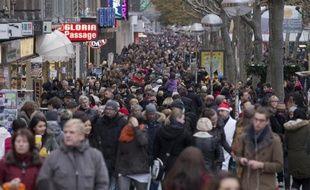 Une artère commercante de Stuttgart le 29 novembre 2014. A1 partir du 1er janvier 2015, 4 millions d'Allemands vont pouvoir bénéficier d'un salaire minimum
