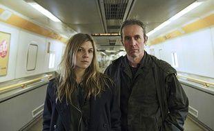 Clémence Poésy et StephenDillane, acteurs de Tunnel (Canal+).