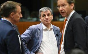 Le ministre grec Euclid Tsakalotos le 25 mai 2016 à Bruxelles. A droite: son homologue néerlandais Jeroen Dijsselbloem