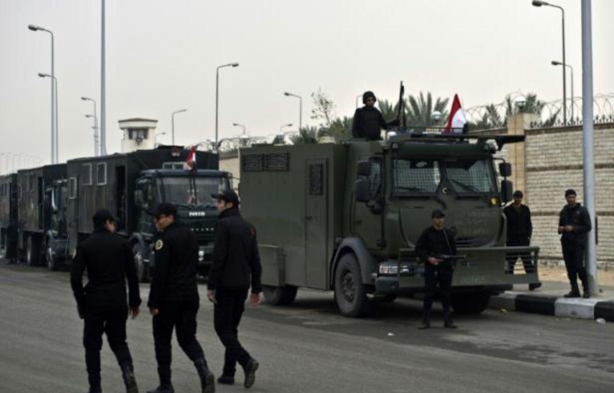Des policiers egyptiens déployés au Caire le 16 février 2014 – KHALED DESOUKI AFP