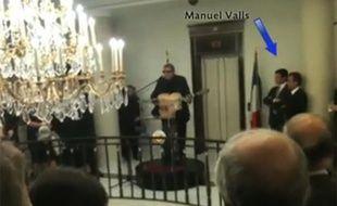 Extrait de la vidéo où l'on voit Enrico Macias chanter à la résidence de l'ambassadeur du Qatar en France