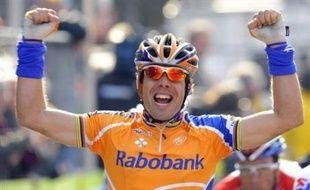 Le triple champion du monde Oscar Freire a signé la première victoire espagnole dans la classique Gand-Wevelgem qui s'est conclue mercredi en terre flandrienne par un sprint massif.