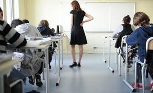 Une classe du collège  (illustration).