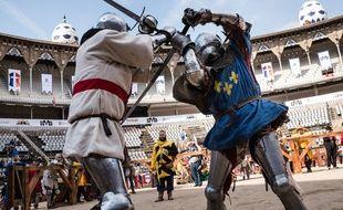 Le béhourd est un sport de combat en armure médiévale.