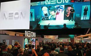 Pranav Mistry, PDG de Samsung présente les humains virtuels de Neon au CES de Las Vegas le 7 janvier 2020.