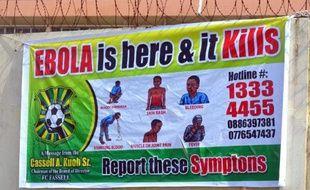 Un panneau d'information sur le virus Ebola le 19 août à Monrovia (Libéria)