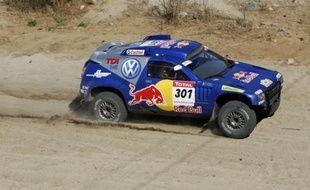 Carlos Sainz au volant de sa Volkswagen sur la 8e étape du Dakar 2009.