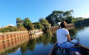A Rennes, les amateurs de canoë et kayak ont désormais accès au bar de La Mie Mobile directement depuis l'eau de la Vilaine.