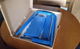 Nice: Des Azuréens créent la fameuse chaise bleue en kit (et à ...