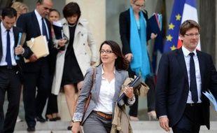 """""""Des écologistes au gouvernement, pour quoi faire?"""" Les journées d'EELV à Poitiers, qui commencent mercredi, seront l'occasion pour les Verts de s'interroger sur leur place au sein du nouvel exécutif de gauche et leur capacité à peser pour """"faire avancer l'écologie""""."""