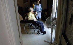 """La ministre de la Santé Marisol Touraine a annoncé jeudi sur BFM TV que le niveau 2 du plan canicule (qui en compte 3) sera déclenché """"sans doute cet après-midi"""" dans certains départements afin de mieux protéger les personnes âgées et autres personnes vulnérables des fortes chaleurs attendues en fin de semaine."""