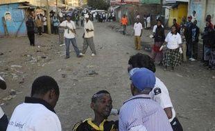 Sept personnes ont été tuées et trente blessées dimanche à Nairobi dans l'explosion d'une bombe déposée dans un bus, à Eastleigh, un quartier de la capitale kényane habité majoritairement par des Somaliens et des Kényans d'origine somalie.