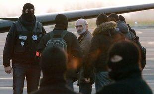 Les 5 personnes interpellées ont été transférées vers Paris en avion.