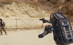 Une capture d'écran de la vidéo virale du faux robot réalisé par Corridor Digital.